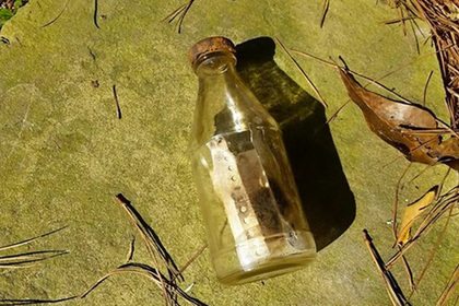 Байдарочница отыскала авторов шедшего 29 лет послания в бутылке