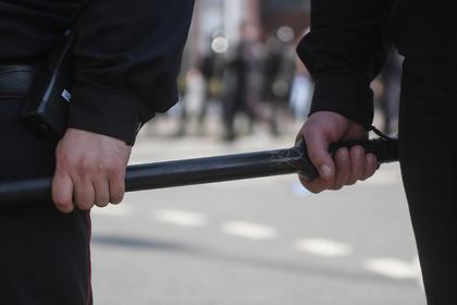 Бывший инспектор ДПС заставил бегать за машиной мужчину с больным позвоночником