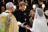 Во время церемонии принц Гарри был одет в униформу полка дворцовой кавалерии.