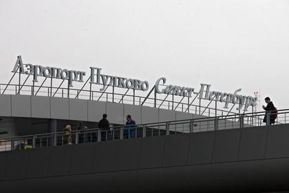 Самолет в Петербурге прервал взлет из-за проблем с двигателем