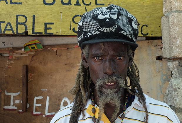 Раста-активист Ras Rocki, музыкант в Тренчтауне — районе Кингстона, в котором зародилась музыка регги