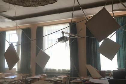 В подмосковной школе на детей упал потолок после ремонта за 30 миллионов рублей: Общество: Россия: Lenta.ru