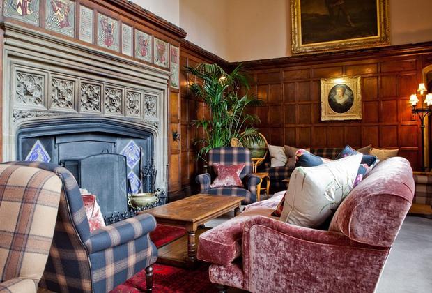 Никого, похоже, не смущает, что брак Генриха VIII и Анны Болейн, образы которых активно используются для привлечения в замок туристов, завершился не слишком удачно. В Торнбери регулярно празднуют свадьбы — в конце концов, какая разница, кто там с кем поссорился полтысячи лет назад.