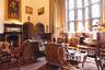 На территории гостиницы можно поиграть в крокет. Генрих VIII в него, впрочем, не играл — крокет появился в 1830-х годах в Ирландии и только в 1850-х перекочевал в Англию. Из других развлечений — стрельба из лука и соколиная охота (за дополнительную плату).