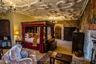 На дачу здание совсем не похоже, не дотягивают до него и самые вычурные особняки пресловутой Рублевки. Шикарные интерьеры буквально дышат историей. Замок построили в первой половине XVI века. «Королевская» кровать, как на этом фото, есть почти в каждом номере.