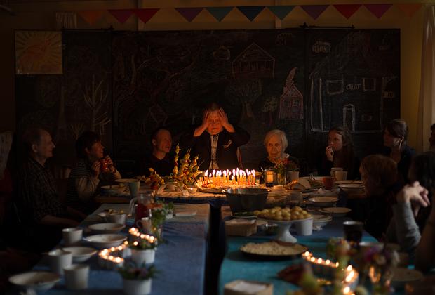 Мине исполнилось 50 лет. Жители Светланы похожи на большую семью, поэтому день рождения Мини отмечает вся деревня.