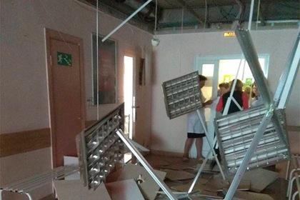 В больнице Екатеринбурга потолок не дождался ремонта и рухнул