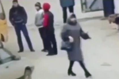 Подросток нерасторопно уступил дорогу полицейскому и был избит