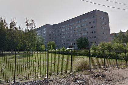 Пропавшего в новгородской больнице пенсионера нашли на чердаке спустя три дня