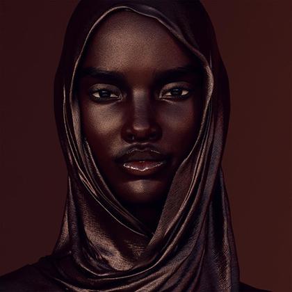 Широкую известность виртуальная модель Шуду Грэм получила после того, как фото из ее аккаунта перепостил официальный аккаунт производителя косметики Fenty Beauty. И все равно у Шуду сейчас лишь немногим больше 100 тысяч подписчиков.