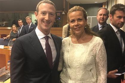Фотография с Цукербергом подпортила репутацию депутату