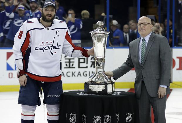 Александр Овечкин и вице-комиссар НХЛ Билл Дэйли