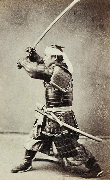 Кубота Синтаро в доспехах и с мечом. 1864 год