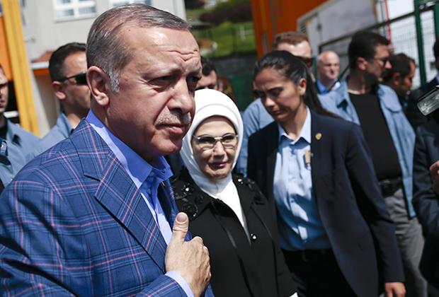 Эрдоган и так правит, как будто бы результаты прошлогоднего референдума о превращении Турции в президентскую республику уже вступили в силу