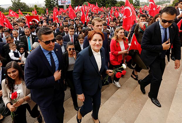 Рейтинг Мерал Акшенер, «железной леди турецкой политики», составляет 19 процентов