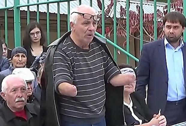 Аслан Иритов (в центре)