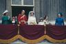 Первый муж британской принцессы Анны Марк Филлипс был простым лейтенантом Королевского Драгунского полка. Королевская семья не одобрила выбор, посчитав его опрометчивым и совершенно нелепым из-за происхождения молодого человека. Однако осуждения и критика не волновали пару: в 1973 году влюбленные сыграли пышную свадьбу.
