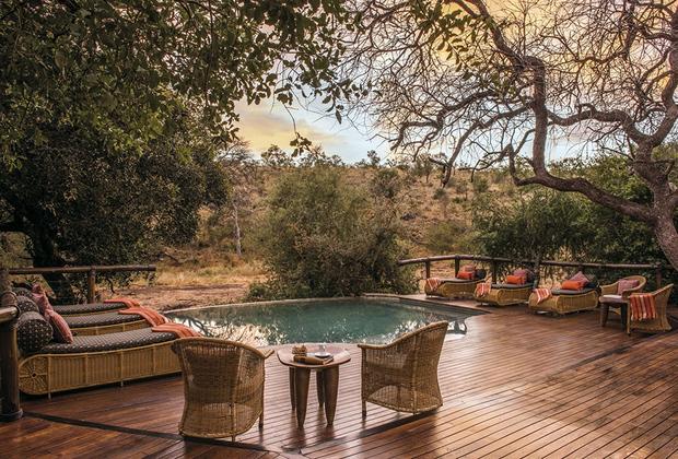 Роскошная вилла Тунинги, в которой пара провела медовый месяц, находилась в резервации Южной Африки. Домик новобрачных располагался посреди заповедника со свободно разгуливающими львами, слонами, буйволами, носорогам и леопардами.