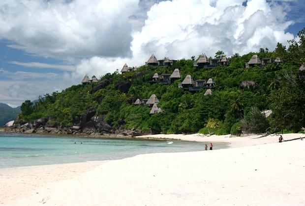 10-дневное свадебное путешествие пара решила провести «вдали от обезумевшей толпы» и арендовала один из Сейшельских островов.
