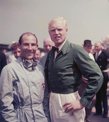 Сезон 1958 года прошел в борьбе между британцами Стирлингом Моссом (слева) и Майком Хоторном. Майк ближе к концу карьеры разнообразил свой образ зеленой курткой. Цвет выбран неслучайно —зеленый в те годы считался национальным гоночным цветом Великобритании.