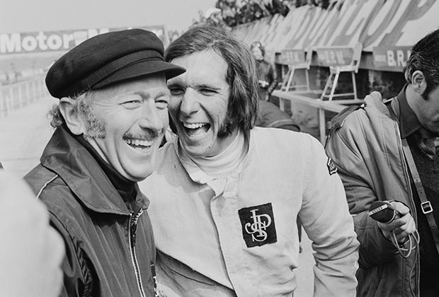 Мода 1970-х не щадила никого: ни молодого пилота Эмерсона Фиттипальди (справа), ни владельца и руководителя команды Lotus Колина Чэпмена. В 1972 году мужчина без бакенбардов просто не мог считаться мужчиной.