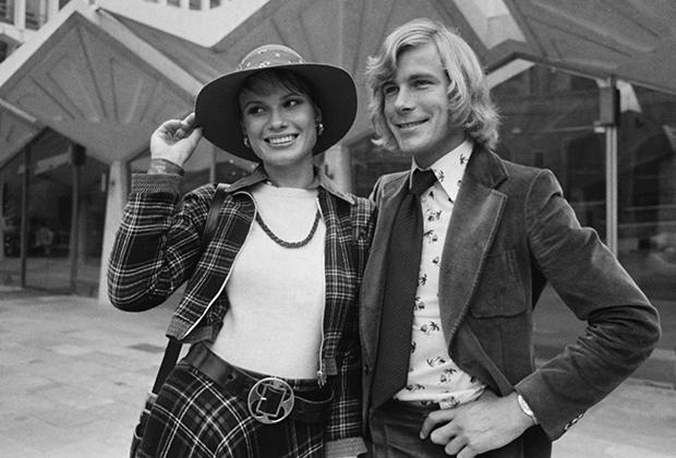 Джеймс Хант стал одним из первых пилотов, чья личная жизнь интересовала газетчиков едва ли не больше, чем спортивные результаты. На фото: британец и его первая жена, модель Сьюзи Миллер, 1975 год.