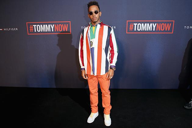 Льюис Хэмилтон полюбил бренд Tommy Hilfiger задолго до подписания официального контракта с ним. Британец посетил показ бренда на Лондонской неделе моды осенью 2017 года.