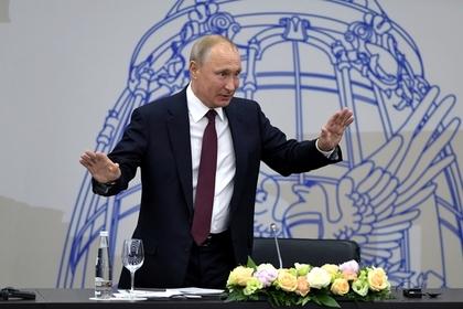 Путин призвал Запад непересекать «красную черту» вотношениях сРФ
