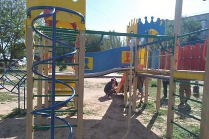 Россиянку проучили за жалобы на неблагоустроенную детскую площадку