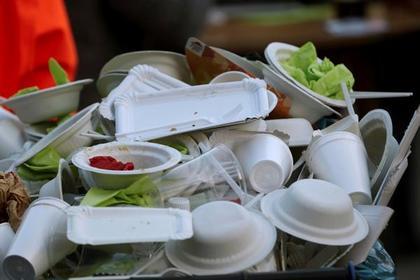 В Европе захотели запретить пластиковую посуду