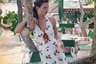 В середине 90-х ты не мог считаться модным фотографом, если в твоем портфолио не было съемки Кейт Мосс. У Золти такая съемка была. Супермодель в ресторане «Лафайетт», Сен-Бартелеми, 1996 год.