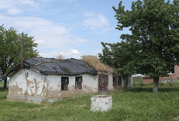 В этом покосившемся доме Коку прожила большую часть своей жизни