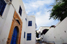 Здесь стоит просто пройтись по улочкам и насладиться белоснежными домами, классическими французскими окнами с голубыми ставнями, коваными балконами,  посидеть в местной забегаловке и совершить променад вдоль моря— одним словом, почувствовать смесь арабской и французской культур.