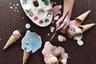 «Было бы здорово иметь волшебную кисточку, которая бы превращала все, что я рисую, в мороженое», — размечталась Махса Рахими из Ирана.