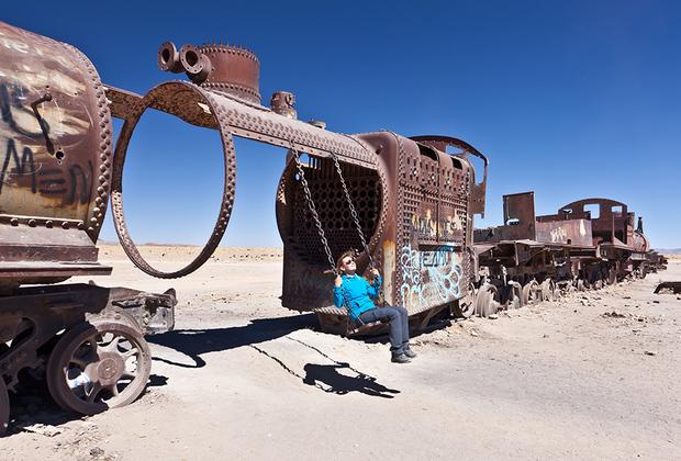 Большинство паровозов были завезены из Великобритании. Сейчас от них остались лишь остовы, которые приспособлены туристами для своих нужд. Например, каркас парового котла послужил основой для качелей.