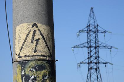 Россиянин решил зарядить телефон от столба, умер и обесточил четыре села