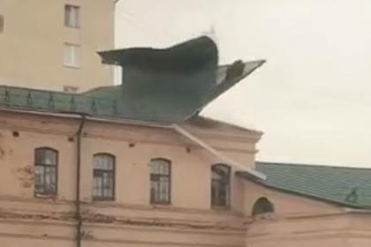 Ураган снес крышу Нижегородского кремля и стал причиной пожара