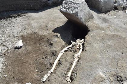 Пережившего извержение Везувия древнего инвалида случайно раздавило