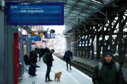 Полиция застрелила ранившего двух человек пассажира поезда в Германии