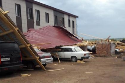 Россиянку убило сорванной ураганом крышей магазина