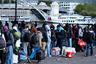 Беженцы порой жалуются на жестокое обращение со стороны полицейских. В конце 2017-го стражей порядка в Кале заподозрили в отравлении питьевой воды, предназначавшейся для мигрантов. Сообщалось, что те выливали в канистры с водой ядовитые вещества, которые используются в баллончиках со слезоточивым газом. Несколько мигрантов почувствовали недомогание после того, как попробовали эту воду.