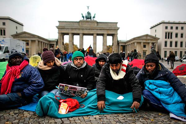 "Image result for африканские мигранты гуляют берлин"""
