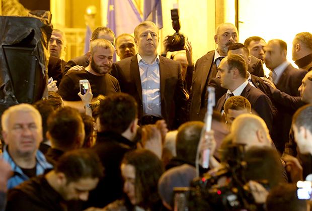 Премьер-министр Георгий Квирикашвили (в центре) и Заза Саралидзе (слева от него)