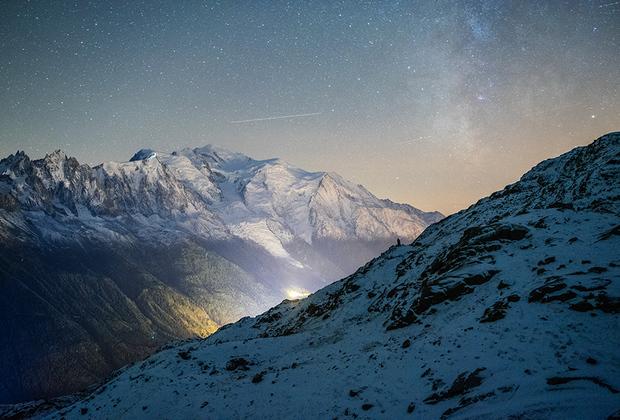 Чтобы сделать идеальный снимок, Йохан, по его словам, «чуть не отморозил себе все, что только можно». Но фото Млечного Пути над самой высокой точкой Альп стоило того, чтобы провести несколько часов под открытым небом на заснеженной вершине.