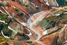 Горный массив Ландманналаугар сложен из разных пород и пестрит красками. Яркие контрасты особенно заметны с высоты птичьего полета. Йохан Лолос пролетел над высокогорьем на частном самолете: по его словам, это лучший вид, который ему удалось снять.