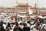 Спустя несколько лет на одной из стен в центре Пекина начали появляться рукописные «плакаты жалоб и предложений». На «стене демократии» граждане излагали свои чаяния, страхи и надежды. В одном из таких эссе к уже продвигаемым правительством модернизациям в сельском хозяйстве, промышленности, науке и обороне было предложено добавить еще одну — демократию. По мнению автора, демократия была не результатом прогресса, а одним из условий всестороннего развития.  <br><br>  Несмотря на то что в это время Дэн Сяопин уже съездил в США и установил дружеские отношения с Вашингтоном, любитель порассуждать на тему свобод на всякий случай был отправлен за решетку.