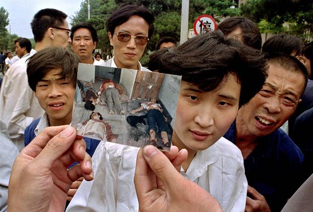 Следы событий 4 июня можно увидеть за границей— в частности, в Гонконге, но не в материковом Китае. Коммунистическая партия практически полностью стерла их из информационного пространства. Но на территории бывшей британской колонии ежегодно устраивают траурные митинги и зажигают свечи в память о погибших в антиправительственных протестах.