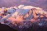 Монблан (4810 метров) — высочайший пик Альп и Европы, если не считать Кавказа. Гора возвышается на франко-итальянской границе, и французы по сей день спорят с итальянцами о том, кому же она на самом деле принадлежит.