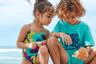 Купальники и пляжные шорты с морской черепахой — символом французской марки Vilebrequin — хороши тем, что не выгорают и быстро сохнут после купания. Забавная деталь: бренд принципиально выпускает детские вещи как копии вещей для взрослых, так что малыш при желании может выглядеть на пляже «точно как папа».