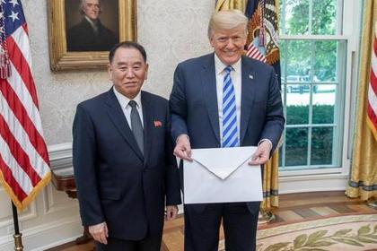 Трамп показал письмо Ким Чен Ына